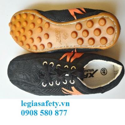 Giày XP - Giày Bóng Đá Đen - Đế Vàng